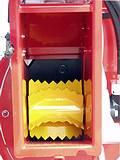 Ein hydraulischer Einzug, welcher sich auf unterschiedliche Aststärken einstellt, erleichtert die Arbeit.