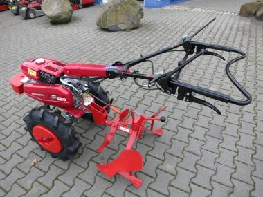 Honda Einachsschlepper F 560 FE mit Pflugausrüstung