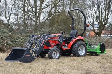 Tym Traktor T273 HST mit Frontlader und Schlegelmulcher